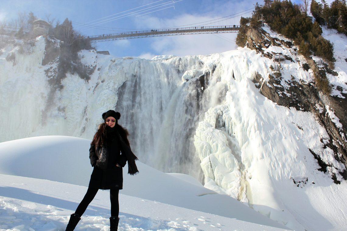 Au pieds de la chute Montmorency en hiver