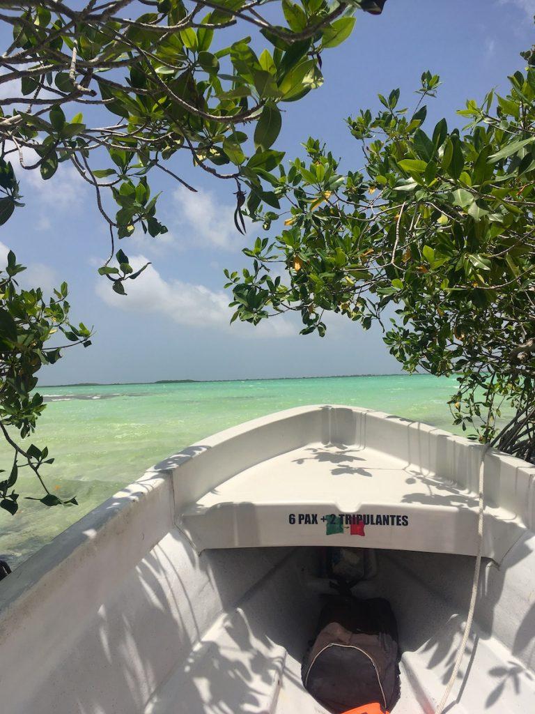 La vue sur la mer des caraïbes depuis une lancha mexicaine