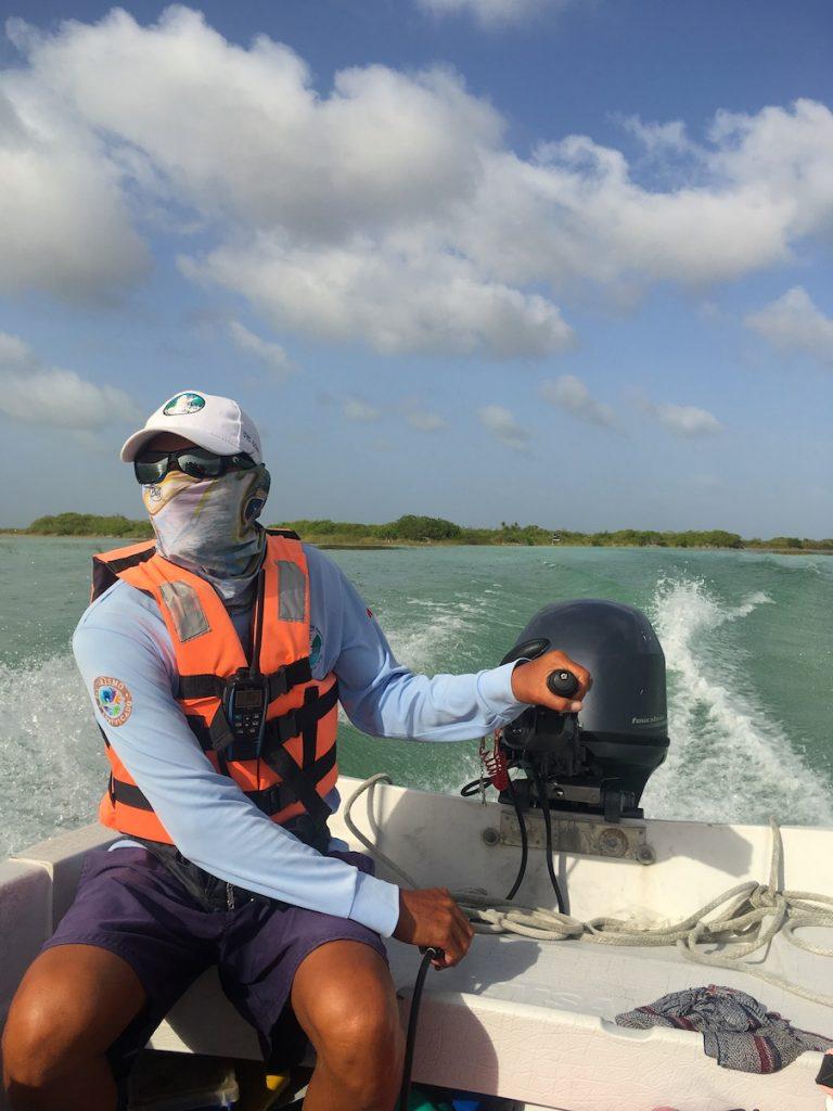 Le conducteur de notre bateau au mexique